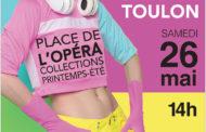 Défilé de mode sur la place de l'Opéra à Toulon