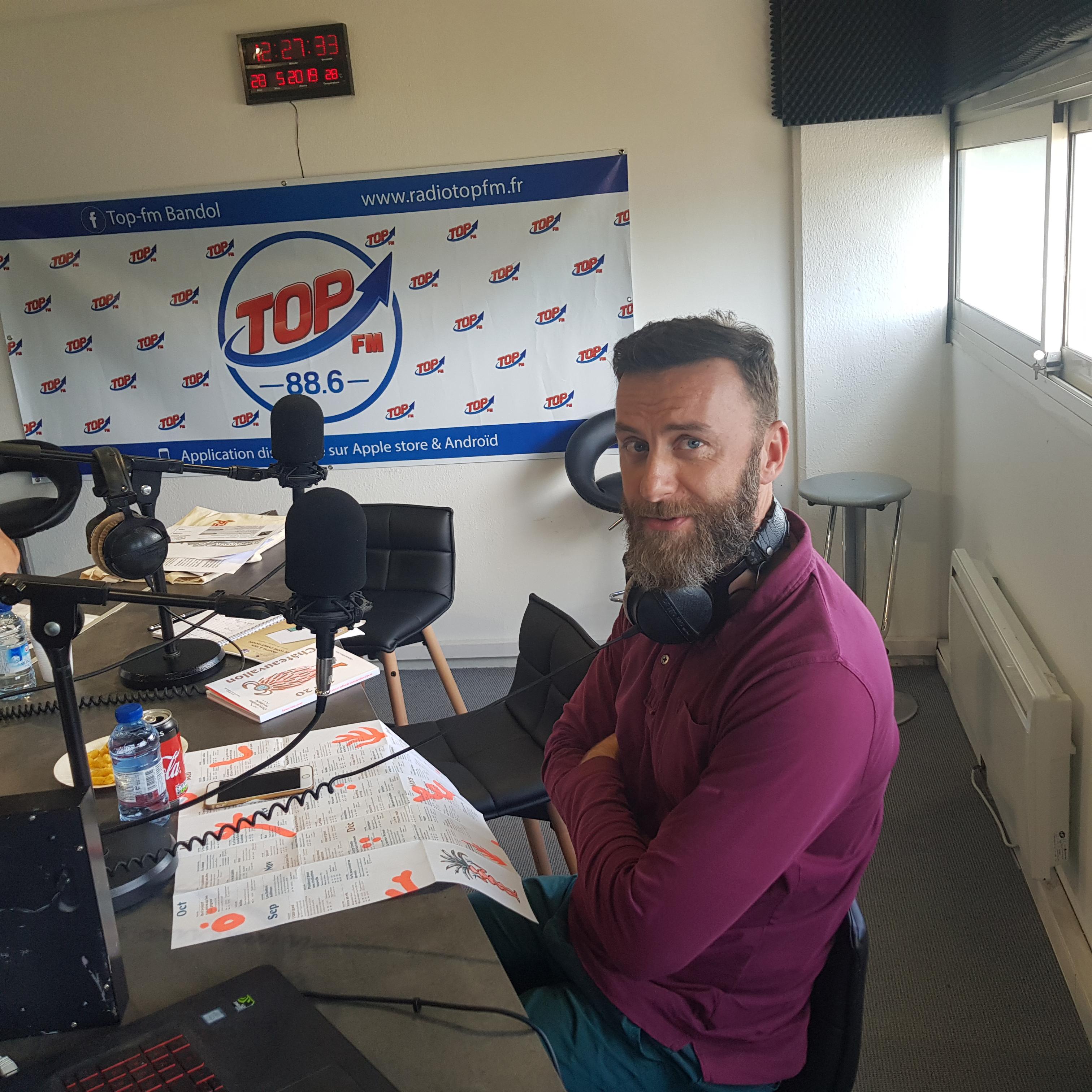 INFO83 et radio Top FM invitent Matthieu Mas, directeur de la communication de la Scène nationale Théâtre Liberté - Châteauvallon. Emission Top le Mag - INFO83