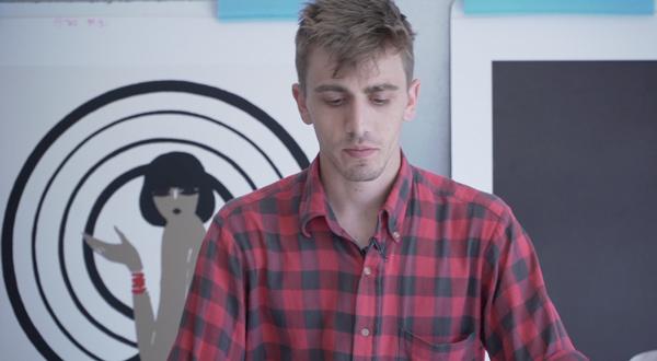 Découvrez le métier de restaurateur d'affiches (Vidéo)