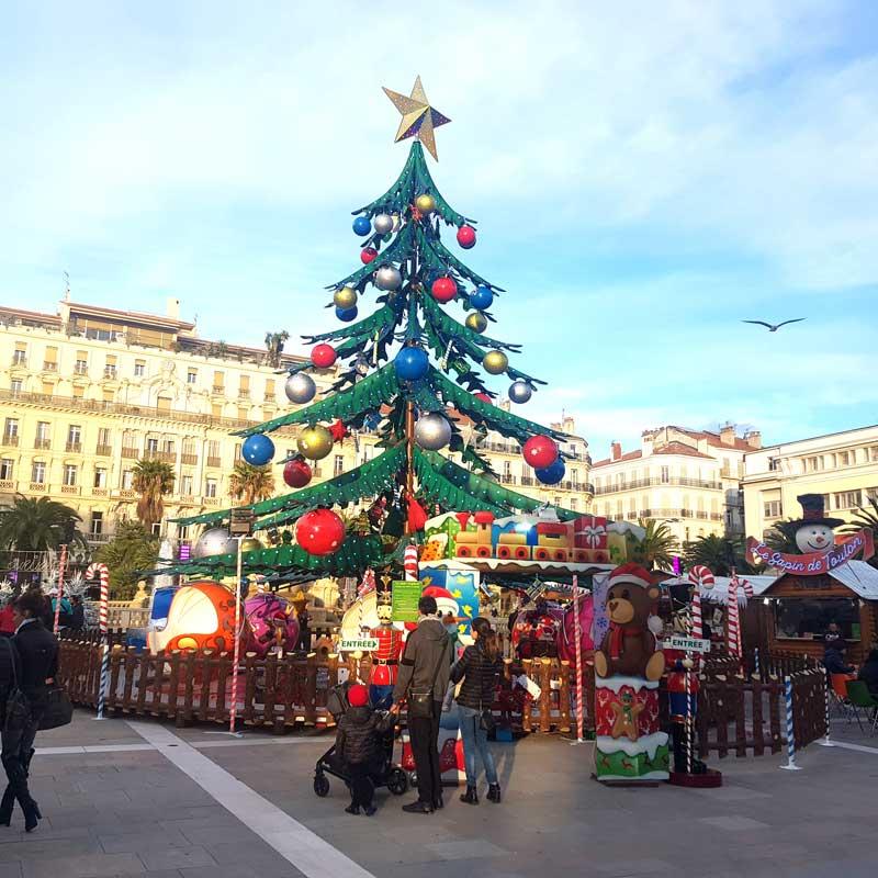 INFO83 et TOP FM reçoivent Jérôme Navarro pour les chalets de Noël, place de la Liberté à Toulon. Top le mag INFO83 et Top FM