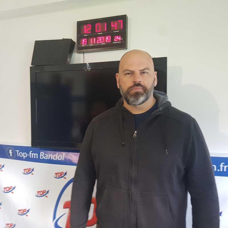 Info83 et Top FM reçoivent Jean-Marie Paris de Stunts 83, école de cascadeurs varoise et Marc Pujol, hypnotherapeute à La Valette du Var. INFO83 Top FM, Top le Mag