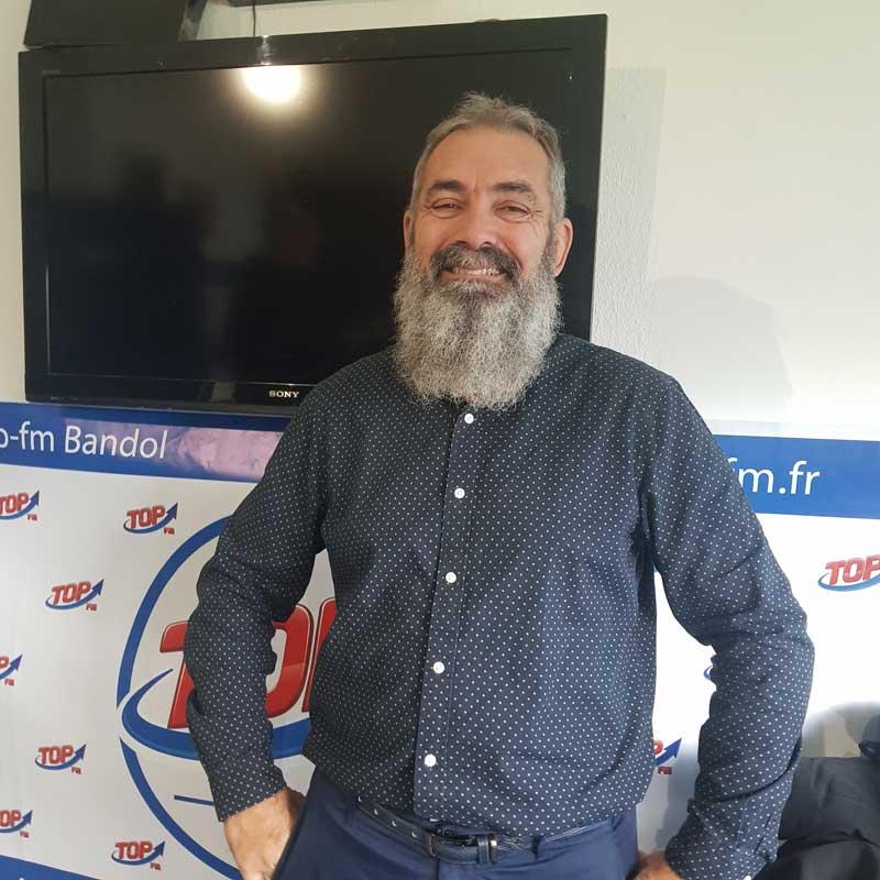 INFO 83 et Top Fm reçoivent Jean-Marie Paris de Stunts 83, école de cascadeurs varoise, Michel Gilly pour Var Ecobiz et Enzo Martinez pour son premier film